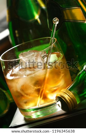The Old Fashioned is made by whiskey and ice. It is traditionally served in a glass short, round, which is called an Old Fashioned. The Old Fashioned developed during the 19th century. #1196345638