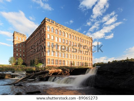 The old thread mill in Paisley, with the waterfalls of the river cart.