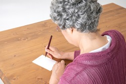 The old woman who writes a letter