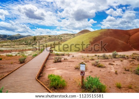 The Painted Cove with its boardwalk in Painted Hills, John Day Fossil Beds National Monument, near Mitchell, Central Oregon, USA.