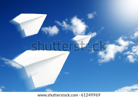 The paper airplanes to the air.