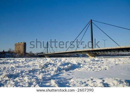 The Papineau-Leblanc Bridge connect Montreal and Laval and was for many years the longest of this type, in the world