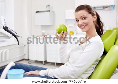 The patient with a green apple in the clinic