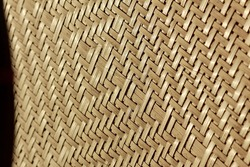 The pattern of the wickerwork comes from bai wood.