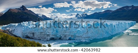 The Perito Moreno Glacier Calving into Lake (Lago) Argentino near El Calafate, Patagonia, Argentina.