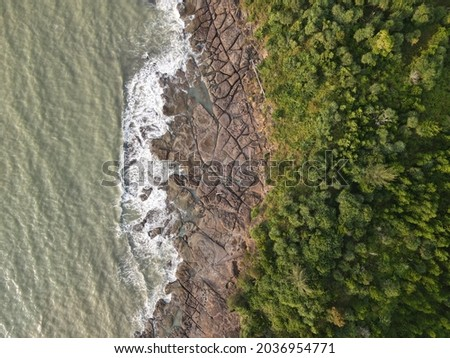 The photo showing an electrifying aerial view of long rocky coastal or beach of tropical rainforest of Sarawak, Malaysia. Foto stock ©