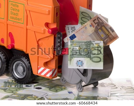 The photo shows some banknotes, a garbage container and a garbage truck