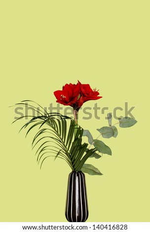 The photograph of a flower arrangement in a vase/Red bouquet