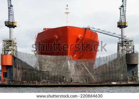 The photograph of a ship\'s hull which will be repaired in a dock / Ships repair
