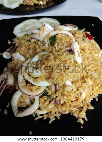 The picture of squid spicy fried rice in the plate.