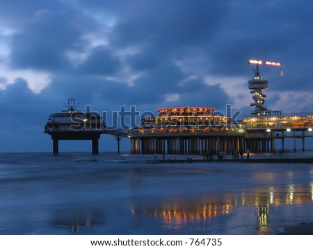 The pier in Scheveningen at night