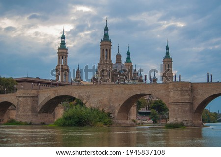 The Pilar of Zaragoza together river Ebro next to the stone bridge built by the Romans is the main tourist attraction of my city. It has been reformed for 7 centuries passing through various styles. Foto stock ©