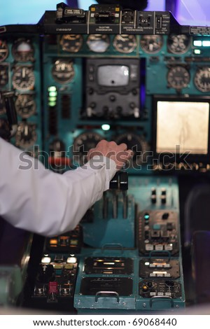 The pilot holds handle of throttle in the airliner