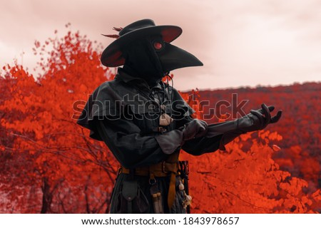 the plague doctor in the red forest of the middle ages Stockfoto ©