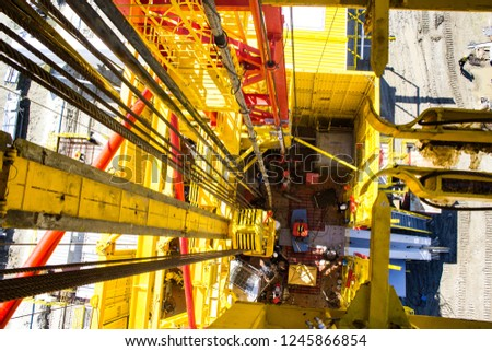 the platform is a rotary platform of a drilling rig #1245866854