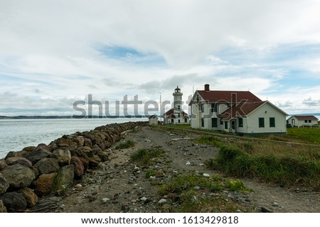 The Point Wilson Lighthouse and the Keeper's House in Fort Worden State Park, Port Townsend, Washington, USA Stockfoto ©