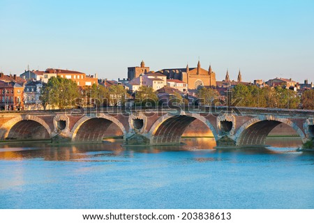 The Pont Neuf in Toulouse in a summer evening