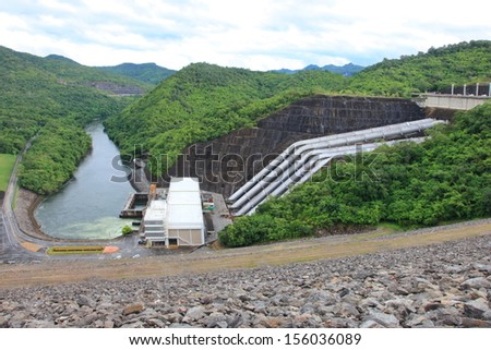 The power station 720 MW capacity of Srinagarind Dam  on the Khwae Yai river in Kanchanaburi Province,  It is a 140 m tall and 610 m long embankment dam. It with holds  reservoir of 7,470,000,000 m3   Stok fotoğraf ©