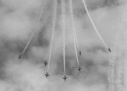 The Red Arrows performing Champagne Split