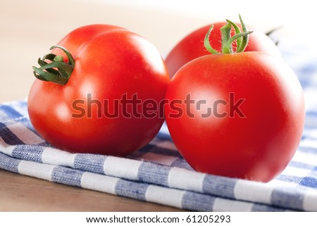 the red tomatoes on table