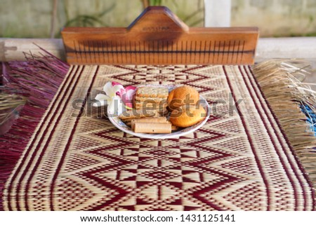 The reed mat brings the papyrus to be transformed into a dyeing line, then woven into a traditional pattern or a patterned pattern with many patterns. To be a sheet Bring to sit, sit or sleep #1431125141