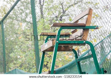 the referee seat in the tennis court
