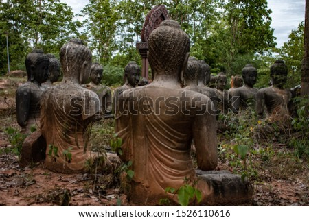 The remains of an ancient Buddha statue that is charming and charming.