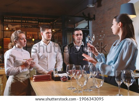 The restaurant staff learns to distinguish between glasses Foto d'archivio ©