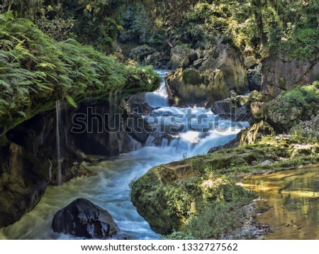 the Rio Cahabon River, forming numerous bays and cascades, Guatemala. Foto stock ©