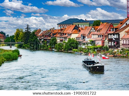 The river Regnitz as it flows through Bamberg, Germany. It is a UNESCO World Heritage Site Foto stock ©