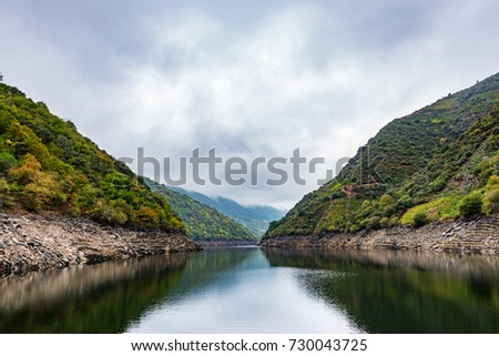 The river Sil acts as a natural border between the provinces of Ourense and Lugo in the Ribeira Sacra, with the riverbanks full of terraces with vineyards. #730043725