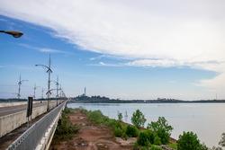 the road on the edge of the pedestrian bridge to Dompak Island