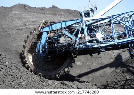 the rotary excavator mining shipping digging mining steel bucket mine quarry mechanism black gold coal enterprise