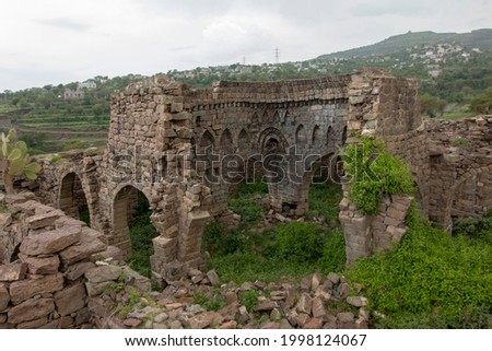 the ruins of abandoned historic inn ( samarah alm7ras ) located in Ibb government  on the old caravan road from Ibb to Taiz and Aden, Yemen Stock fotó ©
