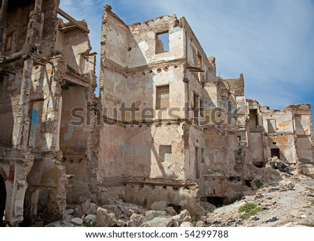 the ruins of the destroyed houses (photo)