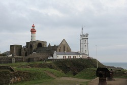 The Saint-Mathieu lighthouse is located in Plougonvelin, near Brest, in Finistère. This tower, was built in 1835 in the ruins of the old abbey and in front is the Semaphore.