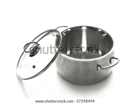 the saucepan with its lid