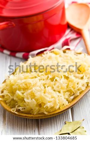 the sauerkraut in ceramic bowl