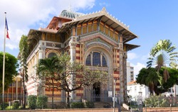 The Schoelcher library, this building was first erected in Paris, than transported and rebuilt in Fort de France, West Indies, in 1893.It listed as an historical monument.