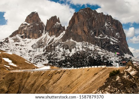 The Sella Pass (German: Sellajoch; Ladin: Jëuf de Sela or Jouf de Sela; Italian: Passo Sella) (2218 m) is a high mountain pass between the provinces of Trentino and South Tyrol in Italy. Stok fotoğraf ©