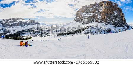 The Sellaronda is the ski circuit around the Sella group in Northern Italy. It lies between the four Ladin valleys of Badia, Gherdeina, Fascia, and Fodom. Stok fotoğraf ©
