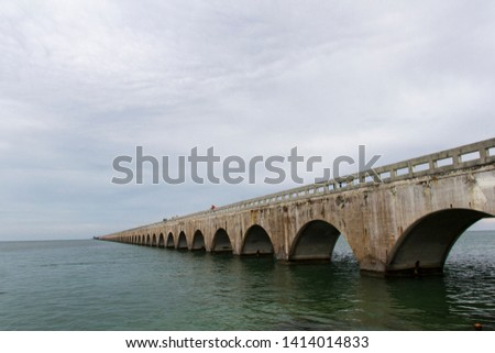 The Seven Mile Bridge is a famous bridge in the Florida Keys, United States approximately 10.9 kilometers long that connects Knight's Key to Little Duck Keys #1414014833