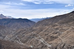 The Sichuan-Tibet Highway is one of the most beautiful scenic highways in China. In Tibet, there are unique high-altitude scenery along the way.