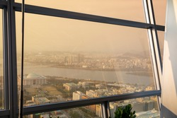 The situation of fine dust is shown in a building in Seoul where the Capitol is located and the view of the Han River.