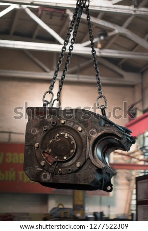 the skeleton of the traction electric motor for a locomotive is carried on the crane