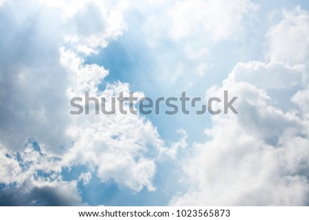 The sky is cloudy with sun, beautiful cloudy.
