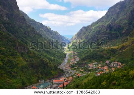 The small town Serra de Agua and the valley of the river Ribeira de Serra Agua, leading to Ribeira Brava and the ocean. Madeira, Portugal. Foto stock ©