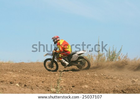 The sportsman on a motorcycle overcomes a steep slope