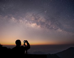 The stars and the milky way in the dark night sky are very beautiful.
