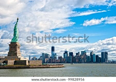 The Statue of Liberty and Manhattan Skyline, New York City. USA. Stock foto ©